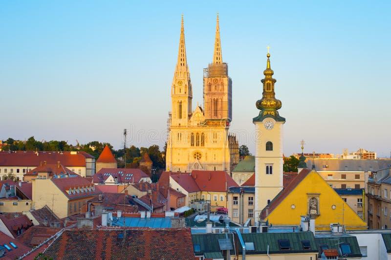 日落的萨格勒布大教堂 克罗地亚 库存图片
