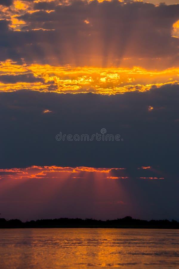 日落的赞比西河 库存图片