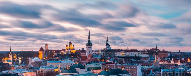 日落的鸟瞰图老镇,塔林,爱沙尼亚 免版税库存图片