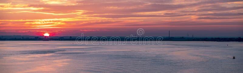 日落的,英国-英国船身港口 库存照片