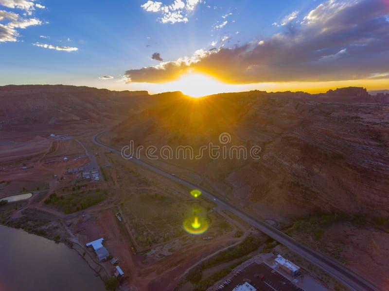 日落的,默阿布,犹他,美国拱门国家公园 免版税库存照片