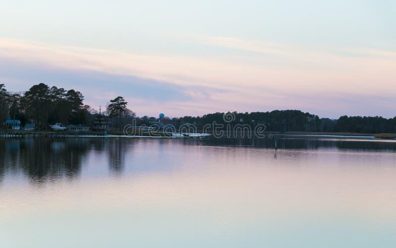 日落的-特拉华江边印地安河 库存照片