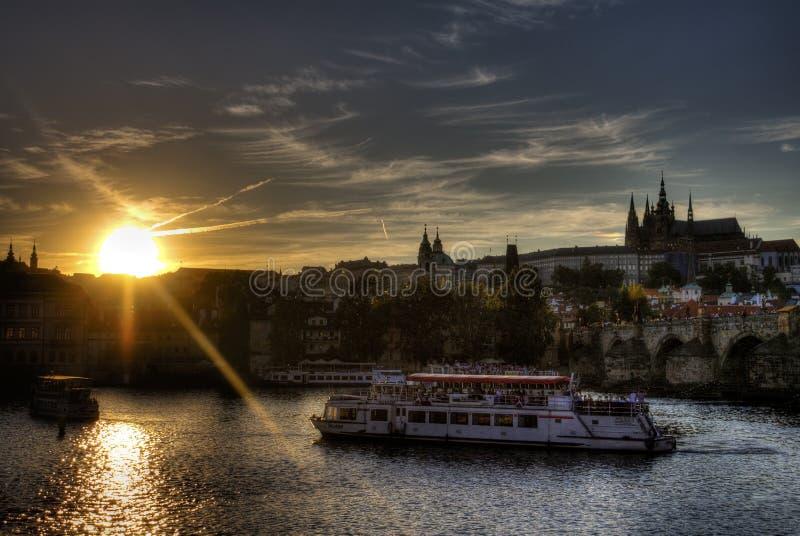 日落的HDR生动的图象在布拉格中心的 库存图片
