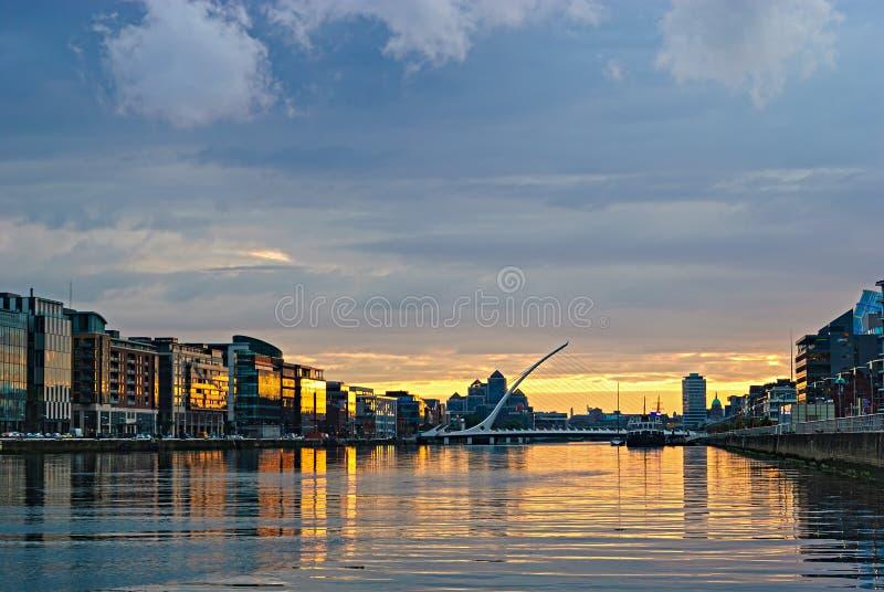 日落的Liffey河,都伯林,爱尔兰 免版税库存图片
