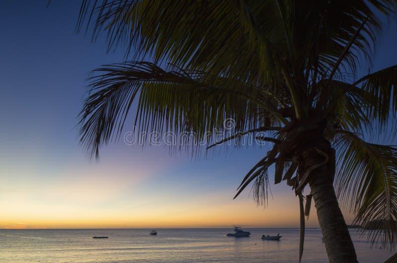 日落的Nacula海岛, Yasawa海岛,斐济 库存照片