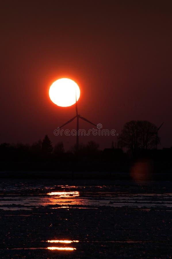 日落视图,在德国河易北河的冰川在格斯塔特,在汉堡附近 免版税图库摄影