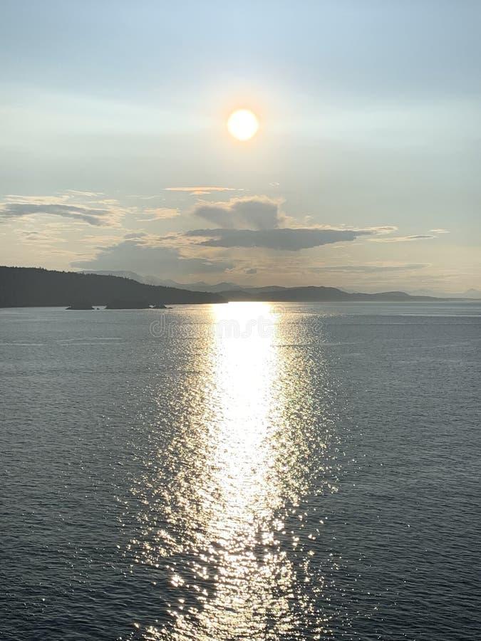 日落费尔南多・迪诺罗尼亚群岛 库存图片