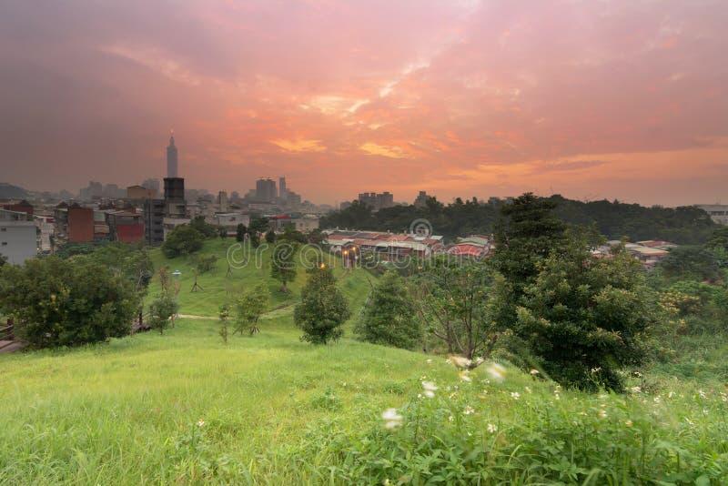 日落都市风景 免版税图库摄影