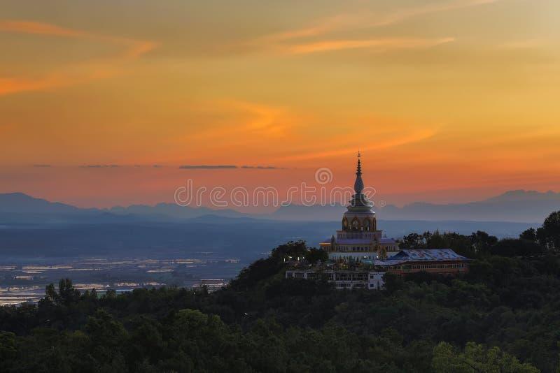 日落风景在塔的在清迈 免版税库存图片