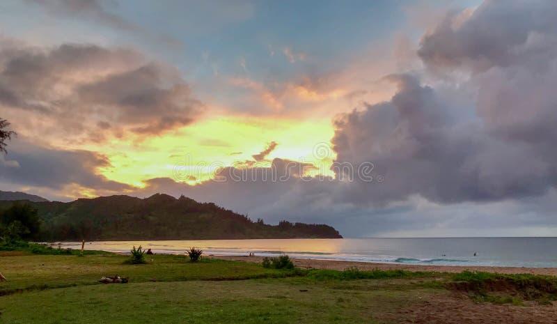 日落,北部岸,考艾岛,夏威夷,美国 免版税库存图片