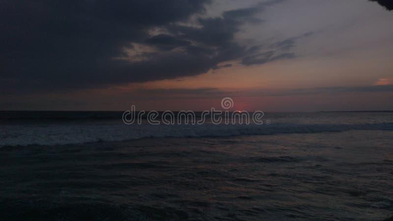 日落,天的结尾在海滩的 免版税库存照片