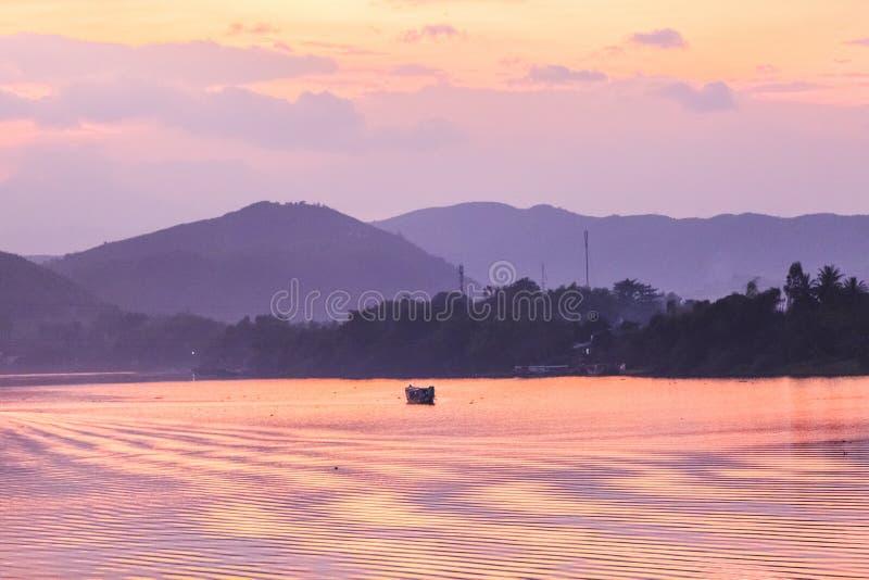 日落, Huong河在越南 库存图片