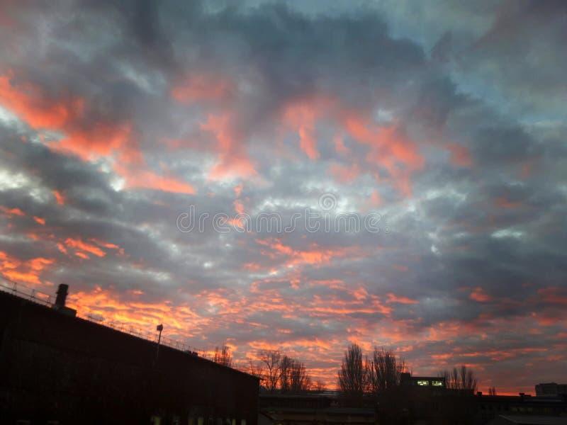 日落 天空 云彩 养蜂家 在雷暴前的天空 展望期 图库摄影