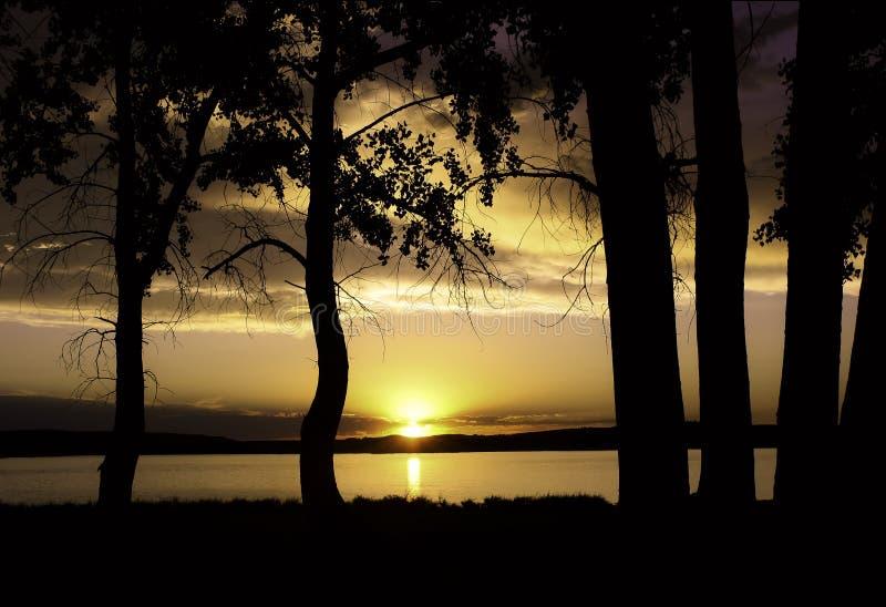 日落/日出在湖 库存图片