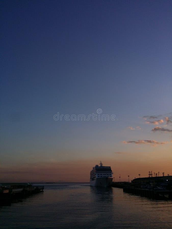 日落/蓝色小时在马尼拉旅馆 库存照片