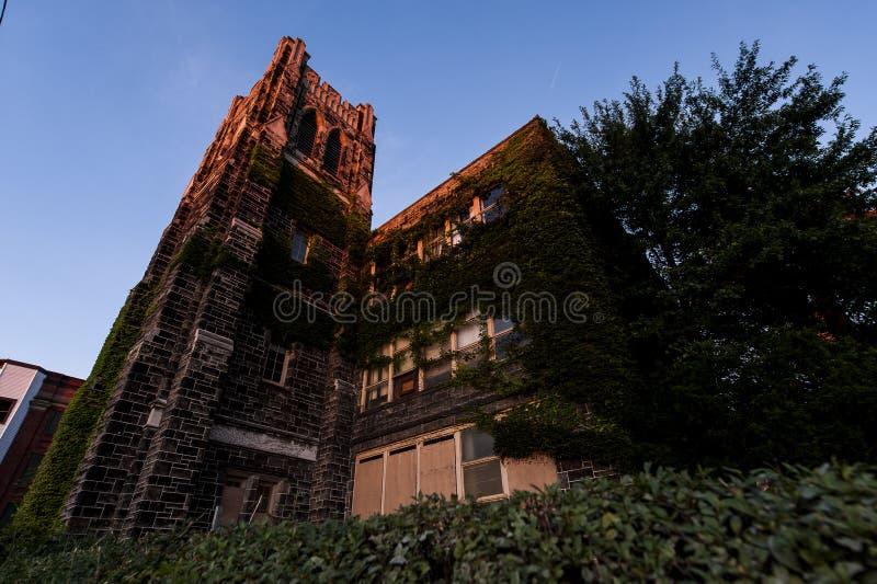 日落-被放弃的圣徒Philomena学校,东部克利夫兰,俄亥俄 库存照片