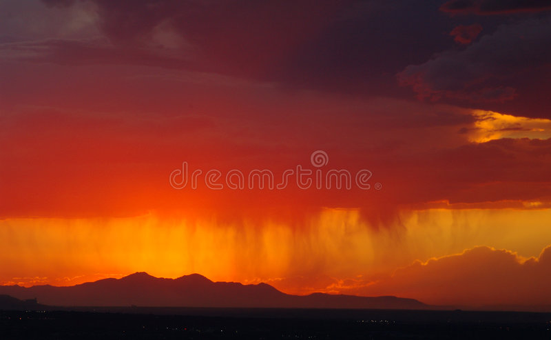 Download 日落 库存图片. 图片 包括有 风雨如磐, 风暴, 晒裂, 日落, 天气, 红色, 云彩 - 189853