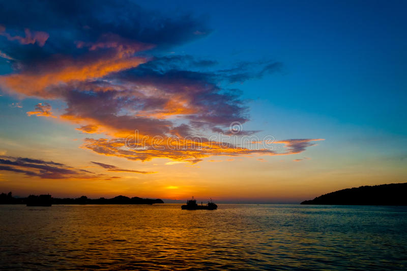 Download 日落 库存图片. 图片 包括有 端口, 夜间, 橙色, 马来西亚, 日落, 焕发 - 30331195