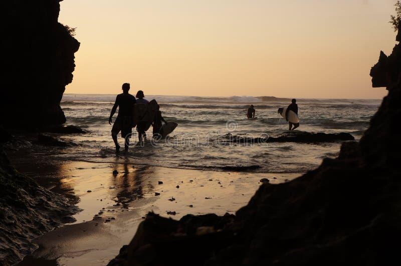 Download 日落 编辑类照片. 图片 包括有 假期, 印度尼西亚, 冲浪者, 人们, 火箭筒, 巴厘岛, 日落, 享用 - 62537701