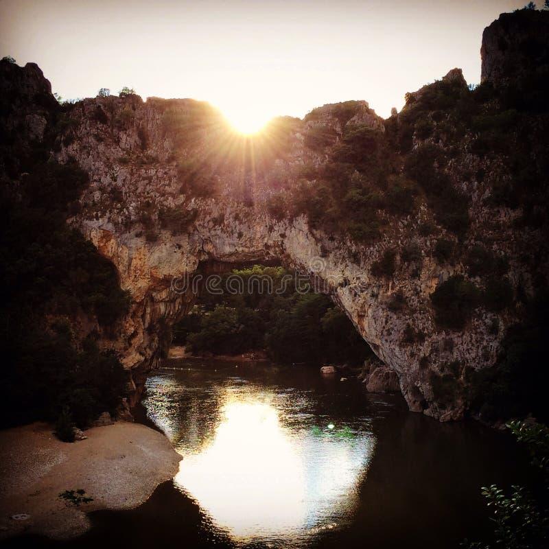 日落Ardeche自然曲拱的石头 库存图片