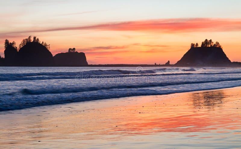 日落La推挤海滩,奥林匹克国家公园 免版税库存图片