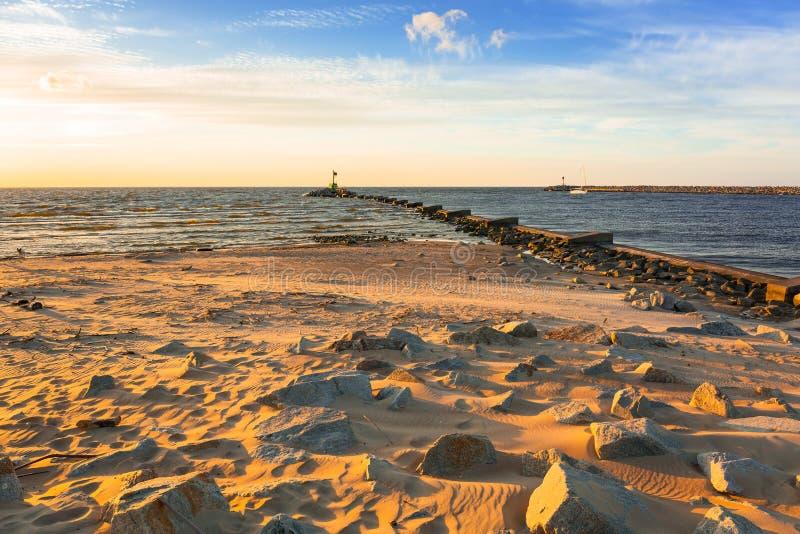 日落ovet波罗的海海滩 库存图片