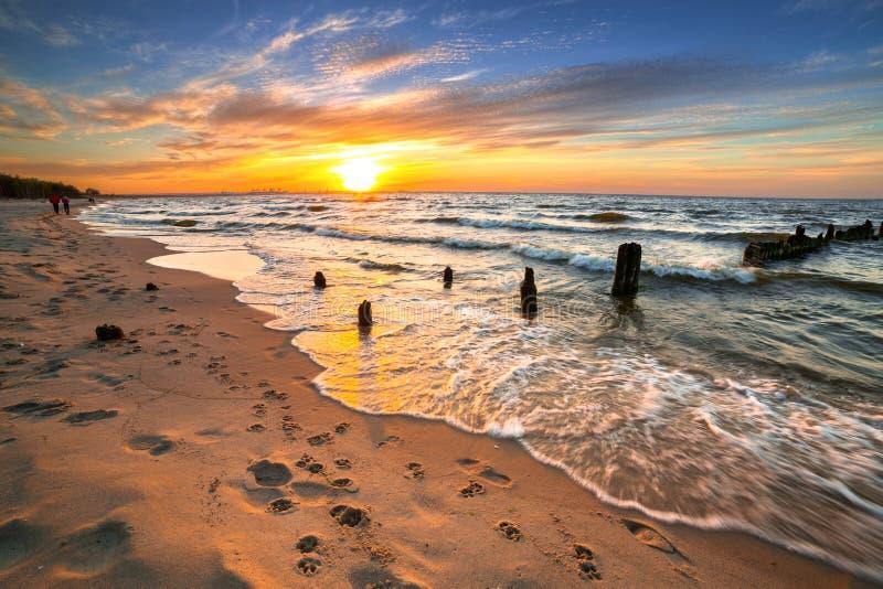 日落ovet波罗的海海滩 库存照片