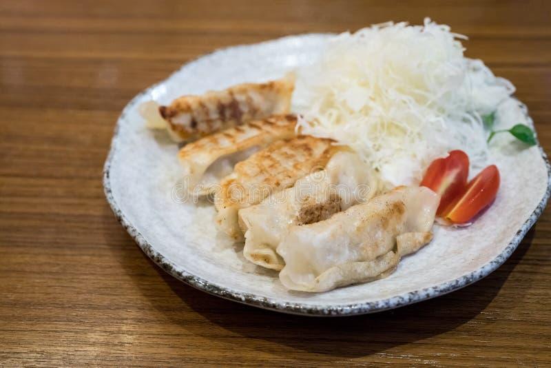 日语泛油煎了蒸的饺子,称Gyoza 库存图片