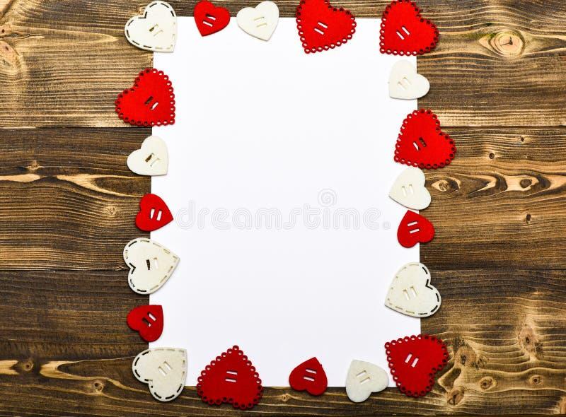 日重点例证查出爱言情s华伦泰白色 框架由心脏做成 flatlay最小的被称呼的情人节 情人节党 我将是您 图库摄影