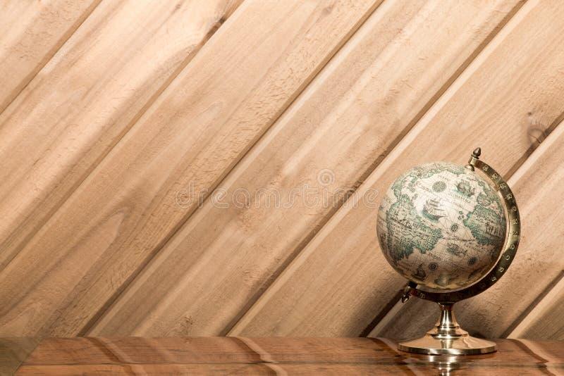 旧世界地球对有拷贝空间的板条墙壁 免版税库存图片