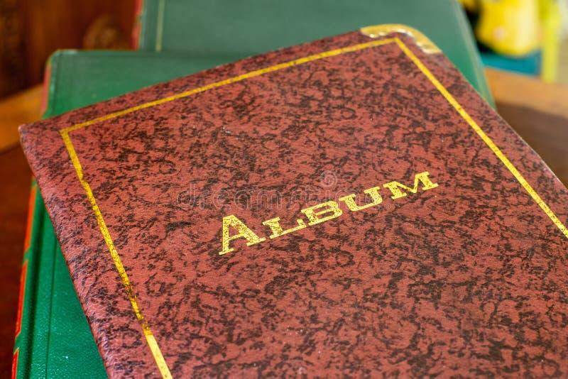 旧书被关闭的象册盖子 免版税图库摄影