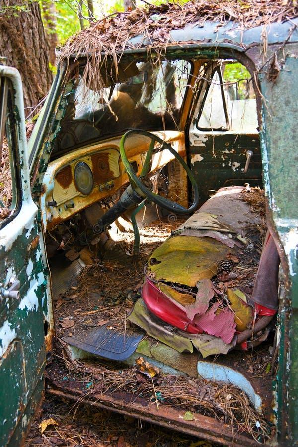 旧废旧货车里 图库摄影