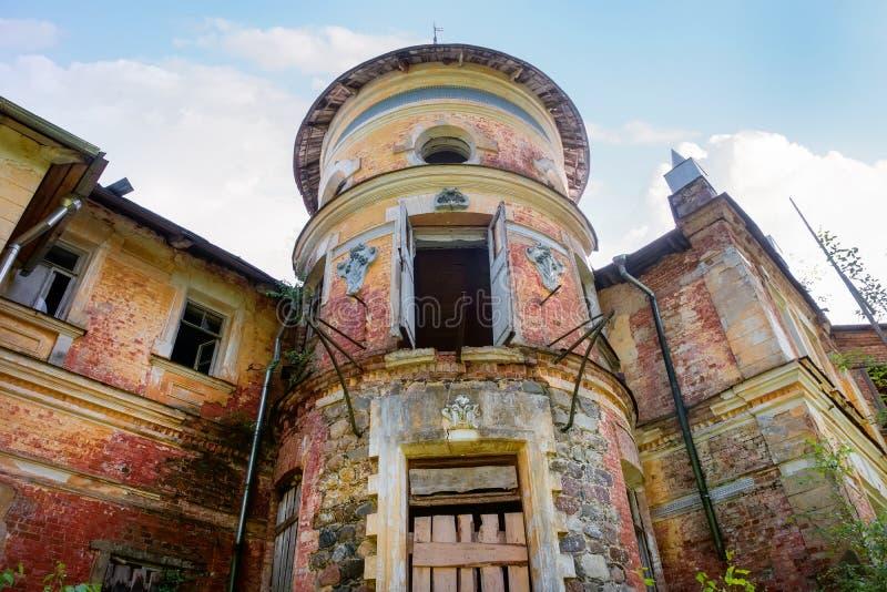 旧建筑的漂亮塔 库存图片