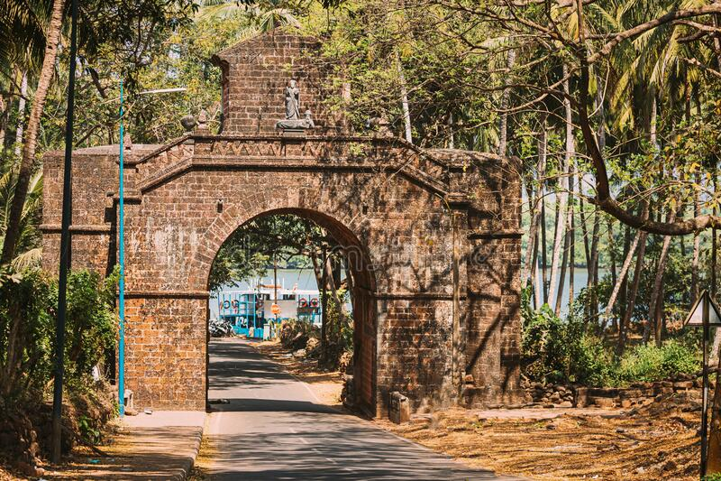 旧果阿,印度 旧果阿的老总督拱门是1597年建于瓦斯科达伽马的记忆中 名门地标 免版税库存照片