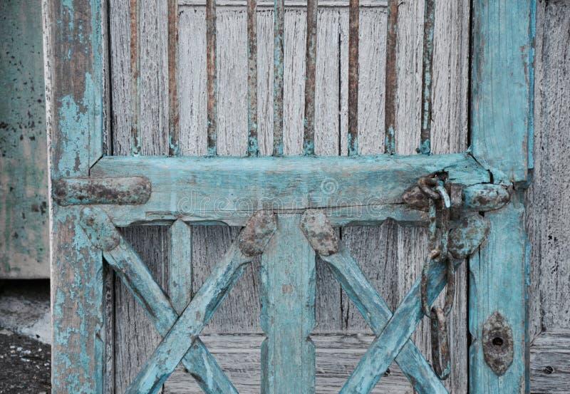 破旧的别致的橱门细节 库存照片