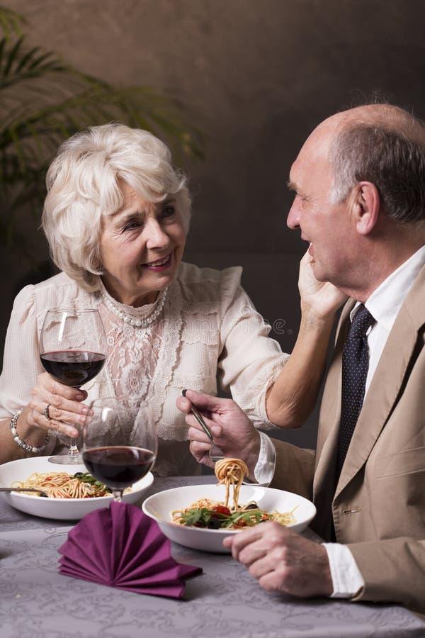 更旧的夫妇和第二个青年时期 免版税图库摄影