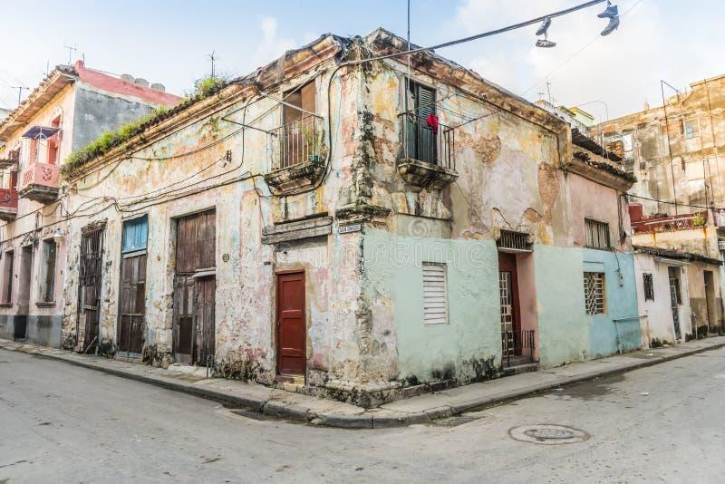 破旧的居民住房哈瓦那旧城 免版税库存照片