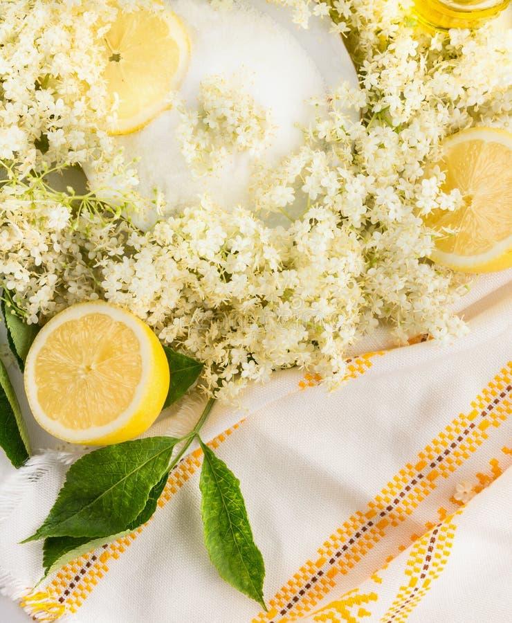 更旧的花、糖和柠檬,顶视图 免版税库存照片