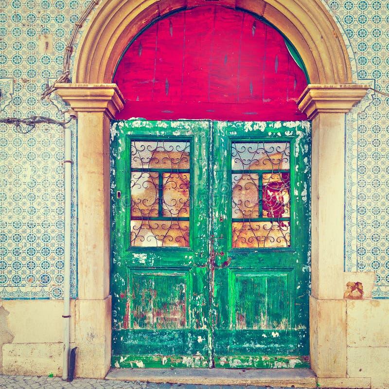 破旧的门 免版税库存照片