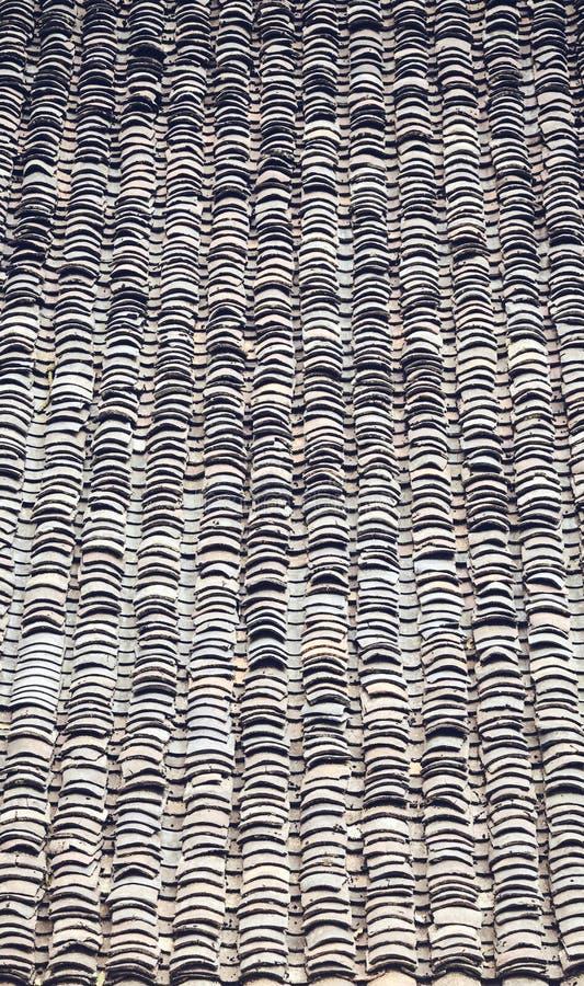 旧粘土瓦屋顶,抽象背景 库存图片