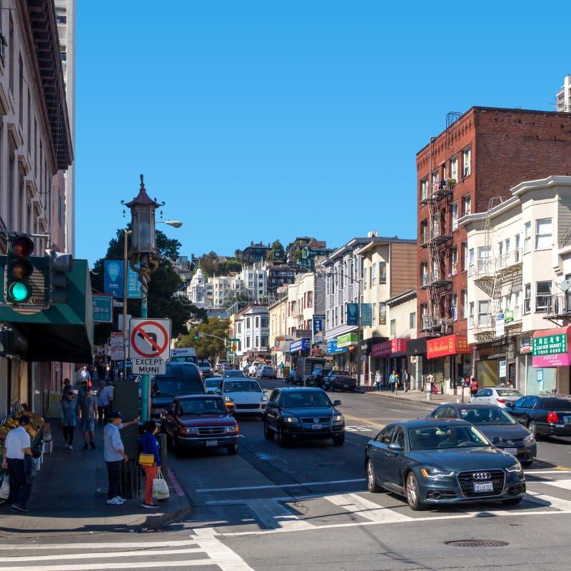 旧金山与的街道视图交叉路和汽车 库存照片