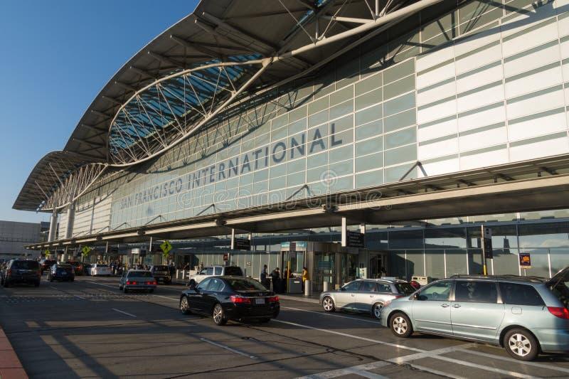 旧金山国际机场离开终端,加利福尼亚前面  库存照片