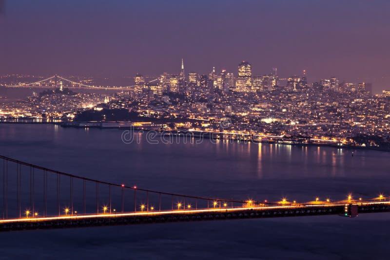 旧金山在与金门大桥的晚上 库存照片