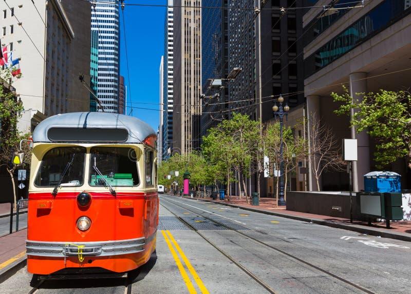 旧金山在农贸市场加利福尼亚的缆车电车 免版税库存照片