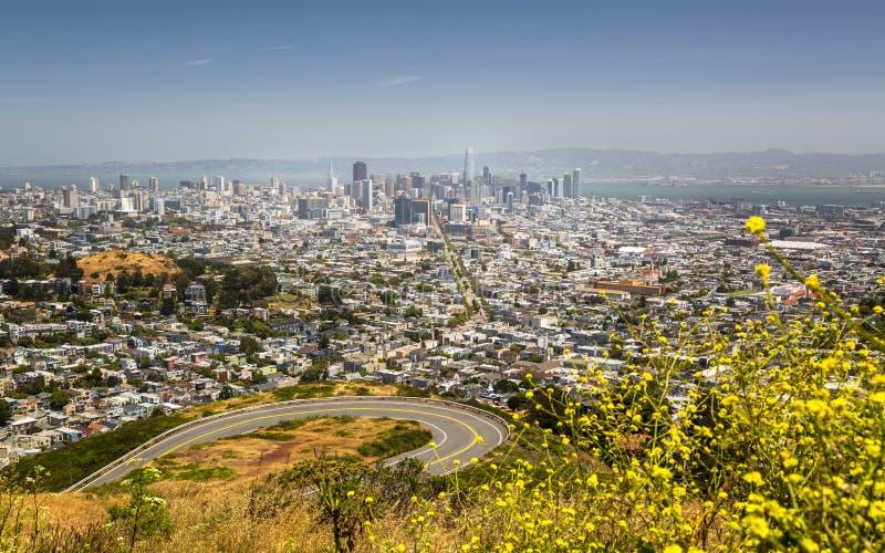 旧金山地平线看法从双峰顶的停放 库存照片