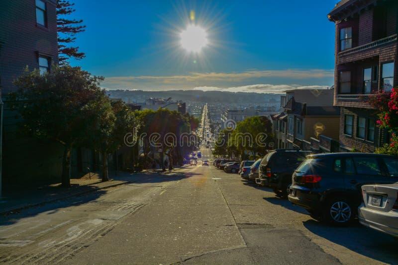 旧金山夏时天空蔚蓝街道  免版税图库摄影