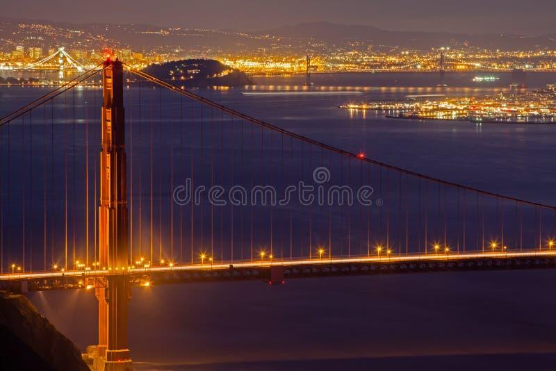 旧金山市光和金门大桥 免版税库存照片