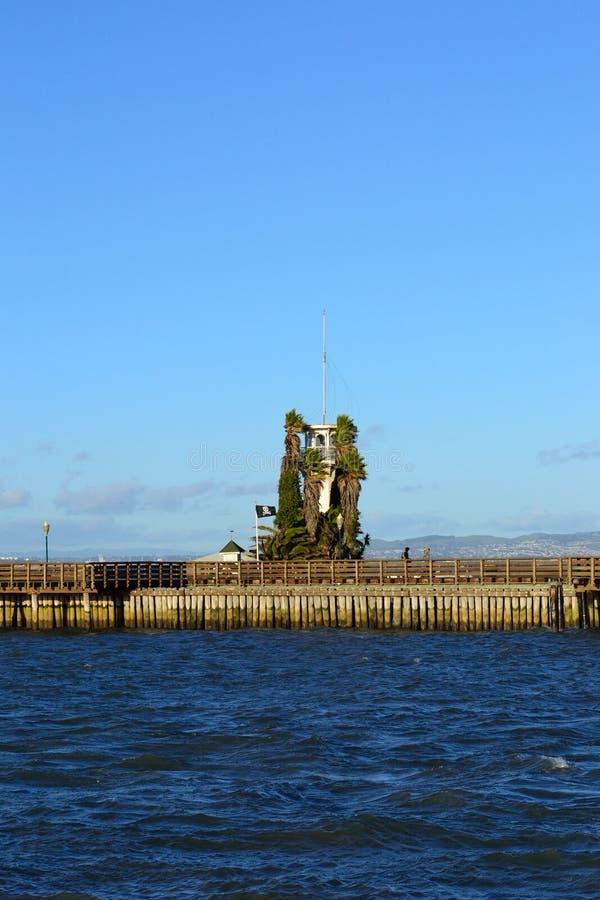 旧金山码头的39老灯塔 免版税库存图片
