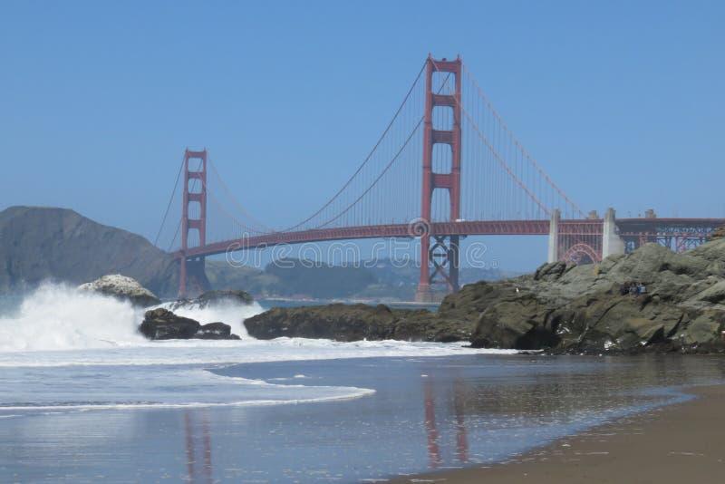 旧金山金门桥 从贝克海滩的一个看法 免版税库存图片