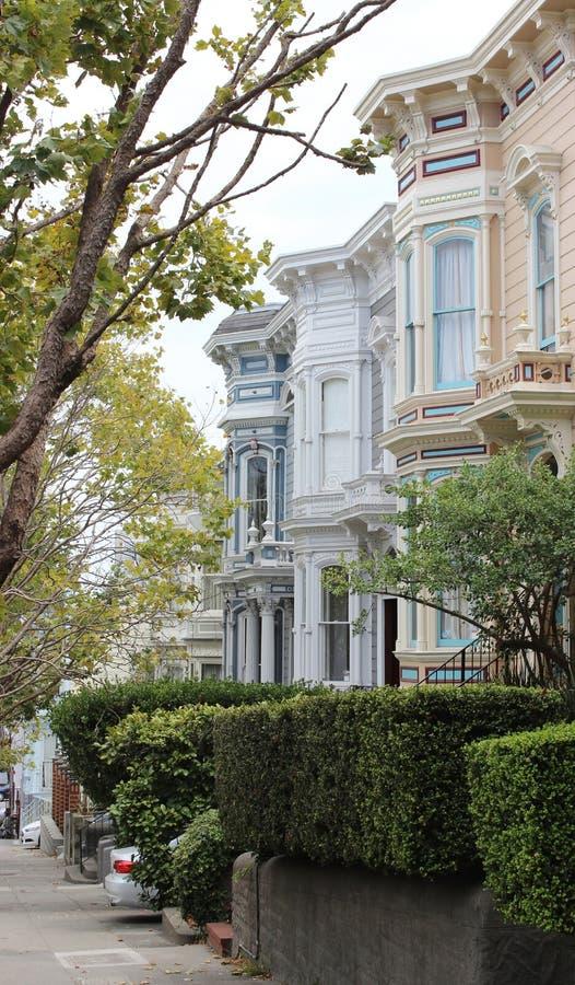旧金山,加利福尼亚,美国的团结的Staite街道  独特的五颜六色的房子 库存图片